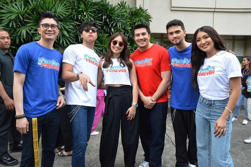 Kathryn Daniel  inFamily Is Forever Christmas station ID