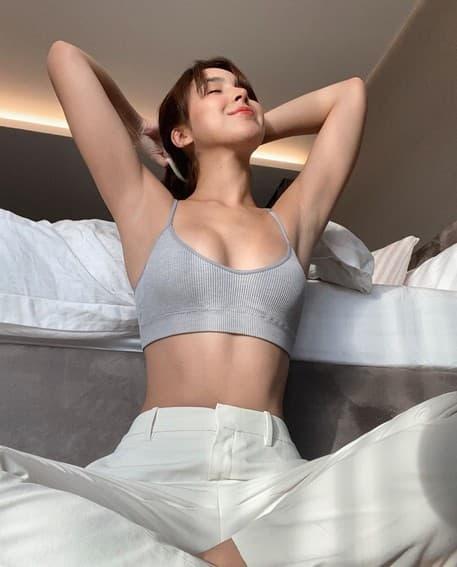 Julia Barretto sexy fit toned body