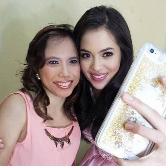 Julia Montes with her Mama and Mami