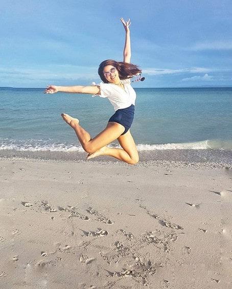 Hannah Ledesma swimsuit photos