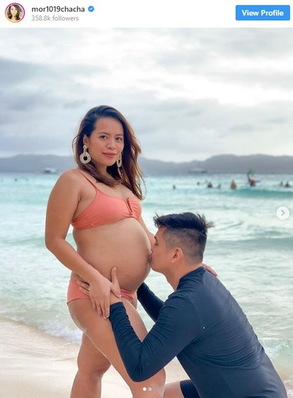 Celebrities showing off baby bumps.