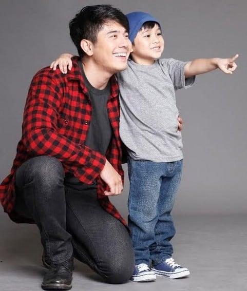 Paulo Avelino and Raikko Mateo play father and son in Honesto (2013)