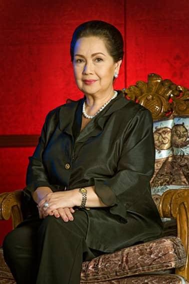 Susan Roces as Amanda in Patayin sa Sindak si Barbara (2008)