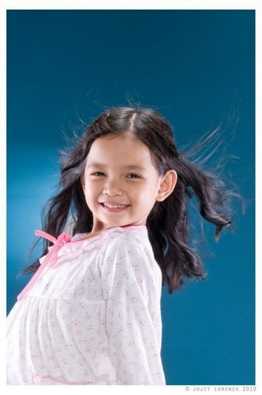 6-year-old Xyriel Manabat as a cute ghost in Momay (2010)