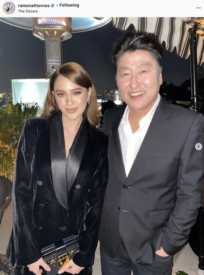 Arci Munoz with Parasite actor Song Kang Ho at the Oscars (2020)