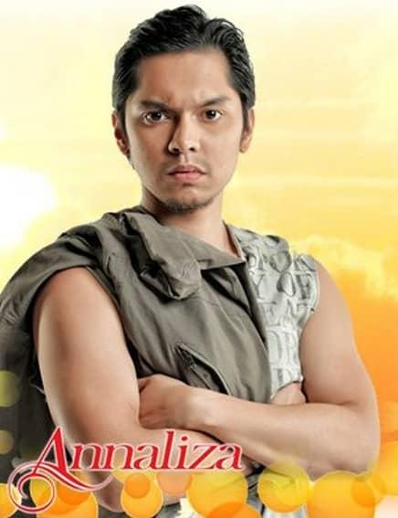 Carlo Aquino as Makoy in Annaliza (2013)