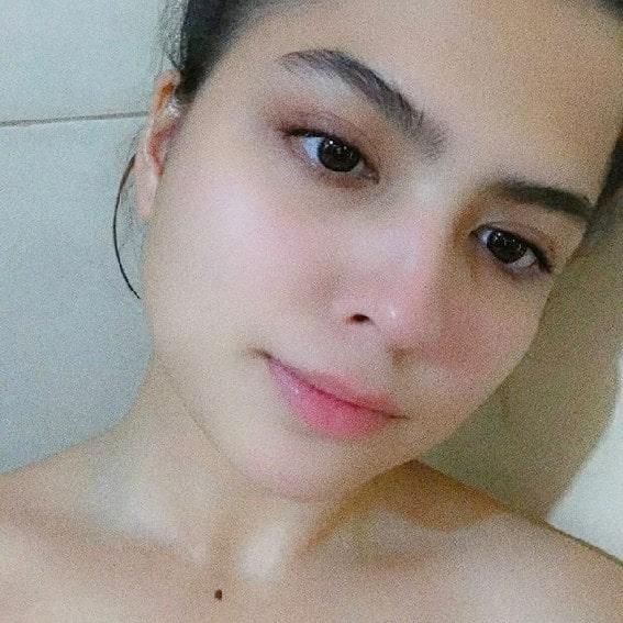 Alexa Ilacad no makeup