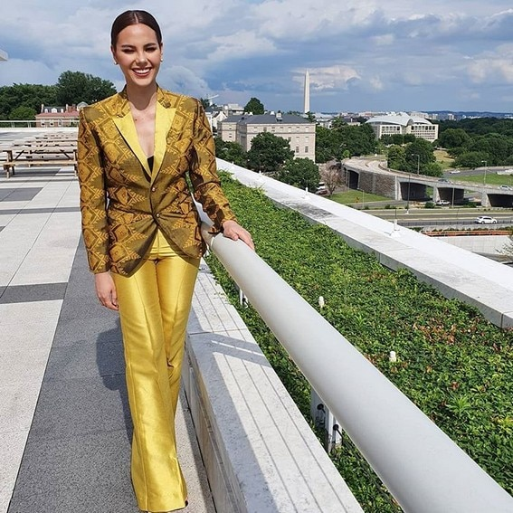 Miss Universe Catriona Gray It's Showtime wearing yellow washington