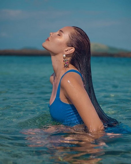 Miss Universe Catriona Gray It's Showtime wearing blue beach summer philippines