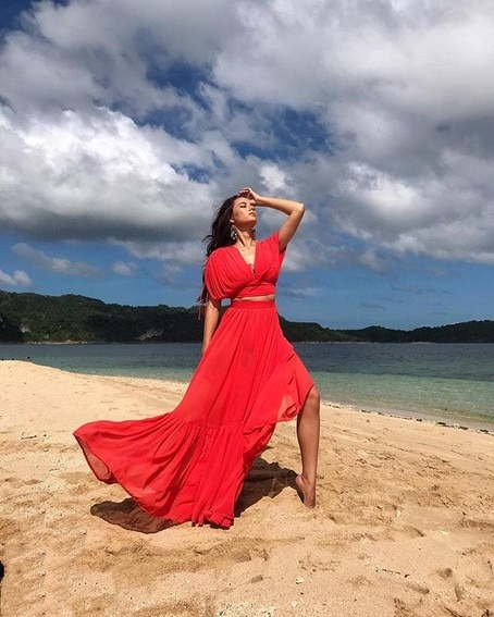 Miss Universe Catriona Gray It's Showtime wearing blue red summer philippines