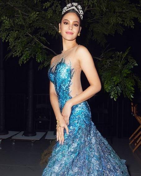 Miss Universe Catriona Gray It's Showtime wearing blue farewell walk