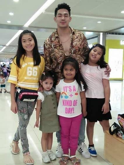 Its Showtime ion perez kuya escort vice ganda siblings