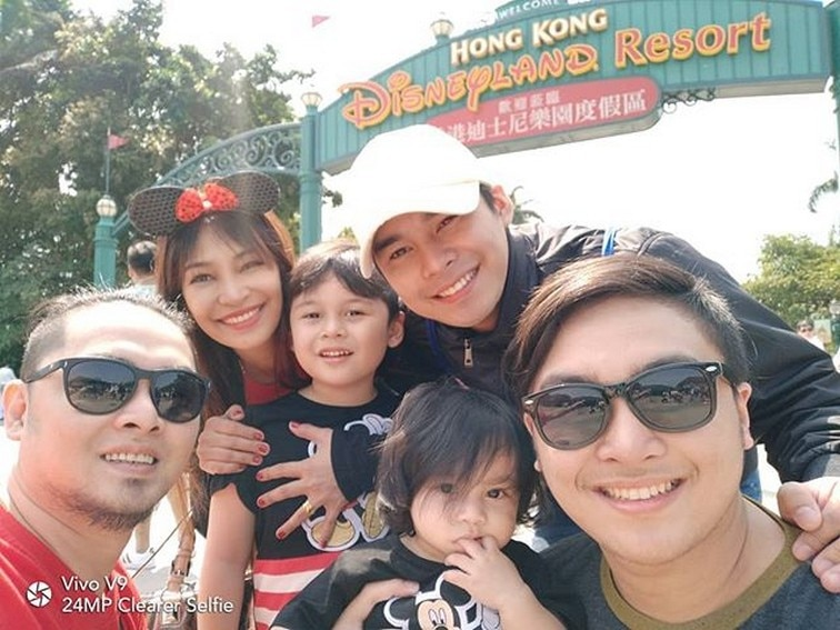 Its Showtime hashtag mccoy de leon family happy