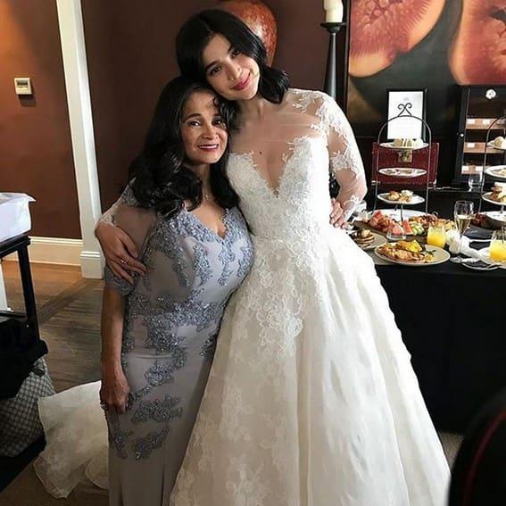 Mga litrato ni Anne kasama si mommy Carmen