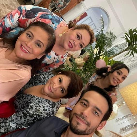 La Vida Lena cast behind the scenes