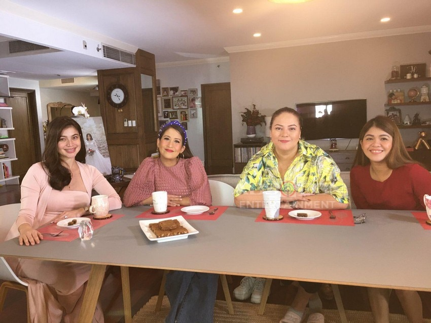 Momshies visit Anne Curtis home