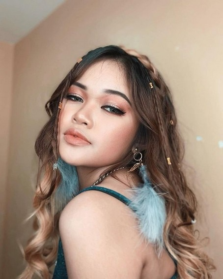 Janine Berdin's glow-up transformation in 48 photos