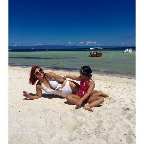 ina Morales with daughter