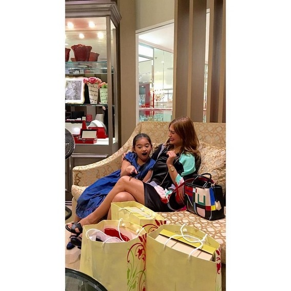 Vina Morales with daughter