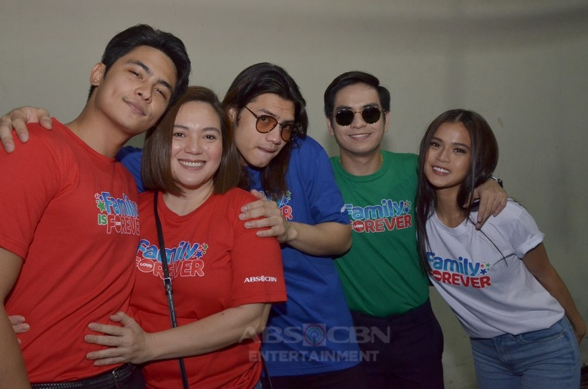 Pamilya Ko cast in Christmas station ID