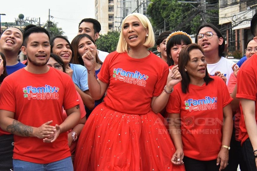 Its Showtime Host Christmas Statio ID