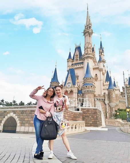 Like Mother, like daughter! Arci Muñoz with her lovely Mom