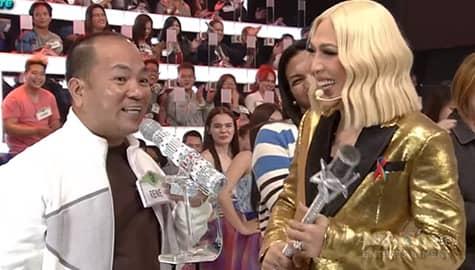 Everybody Sing: Haircutter na si Rene, gustong ipa-try kay Coco Martin ang skinhead na hairstyle Image Thumbnail