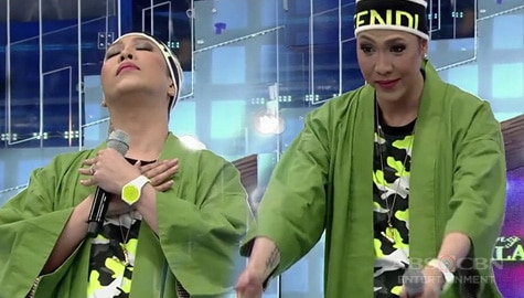 It's Showtime: Vice Ganda, ipinakita ang mga natutunan niya sa pagsakay sa eroplano Image Thumbnail