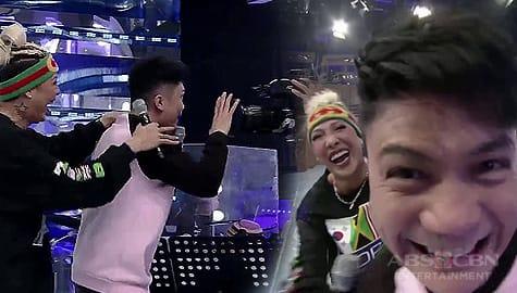 It's Showtime: Vice Ganda, itinulak si Vhong papunta sa harap ng camera! Image Thumbnail