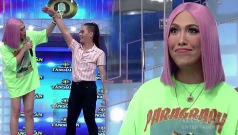 It's Showtime: Vice Ganda, biglang inamoy ang kili-kili ni daily contender Jovy Image Thumbnail