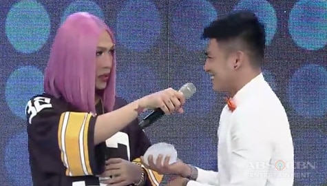 It's Showtime: Ion, pinagdala ng tawas si Vice Ganda Image Thumbnail