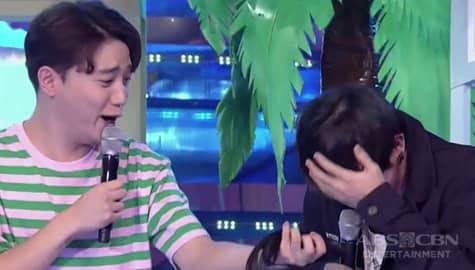 It's Showtime: Ryan Bang, nagulat nang matanggal niya ang suot na wig ni JinHo Bae! Image Thumbnail