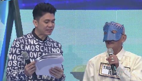 It's Showtime: Senior KalaWhok na si Truck and Roll, tinulungan ni Vhong sa kaniyang introduction Image Thumbnail