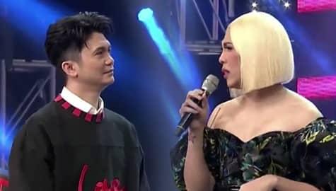 It's Showtime: Vice Ganda, biglang napalayo nang may kakaibang naamoy sa mga katabi Image Thumbnail