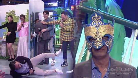 It's Showtime: Jhong, napahiga sa katatawa dahil sa pick up line ni Tatay Lito Lapida Image Thumbnail