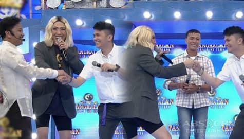 It's Showtime: Bato-Bato pick! Maiba taya! Sino ang magbibigay ng TV kay tatay Roberto? Image Thumbnail