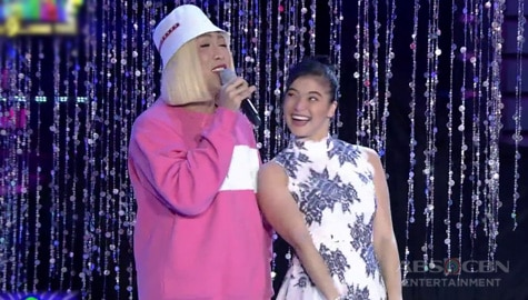 It's Showtime: Anne, ginilingan si Vice Ganda Image Thumbnail
