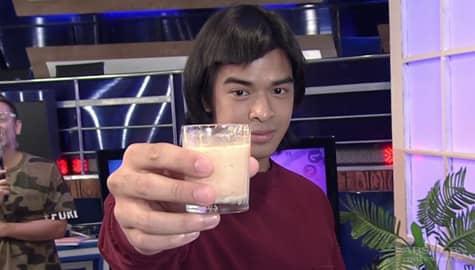 "Bidaman Jin, uminom ng ""Toothpaste with milk & tirang sardinas juice"" | It's Showtime Image Thumbnail"