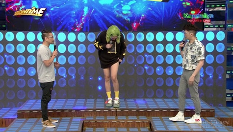 Vice Ganda, nalimutan magsuot ng short? | It's Showtime Image Thumbnail