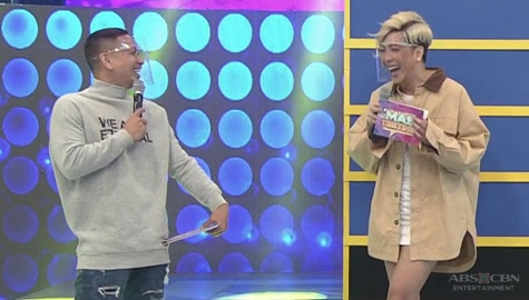 Vice Ganda, natawa sa pagsusuot ng turtle neck ni Jhong | It's Showtime Image Thumbnail