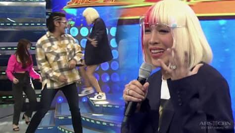 Vice Ganda, napansin na biglang nagkatinginan sina Ate girl at Ion | It's Showtime Image Thumbnail