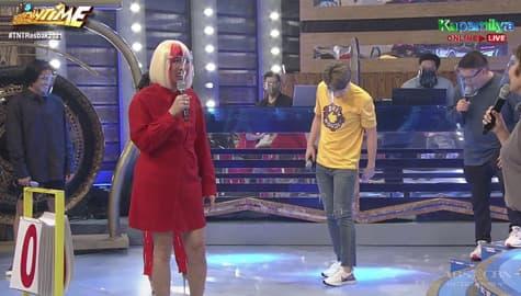 Vice Ganda, ikinuwento kung paano pinagmalaki ni Ryan ang bago niyang sapatos | It's Showtime Image Thumbnail
