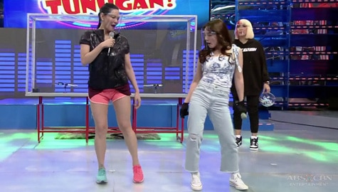 Ate Girl Jackque, sinamahan si Coach Toni na sayawin ang Pamparampampam' | It's Showtime Image Thumbnail