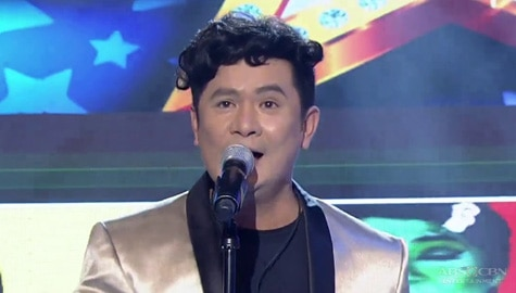 Ogie Alcasid aka 'Eydie Waw' joins Hide & Sing | It's Showtime Image Thumbnail