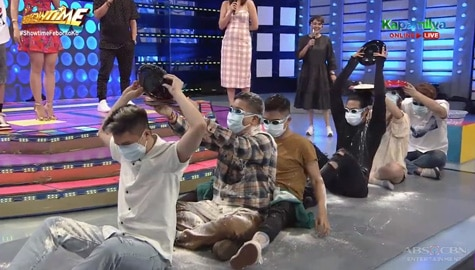 It's Showtime: Team Vhong, nagpasahan ng harina bilang FUNishment Image Thumbnail
