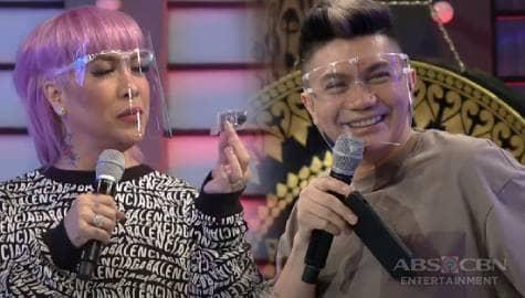 Vice Ganda, napulot ang nalaglag na butones ng damit ni Vhong | It's Showtime  Image Thumbnail