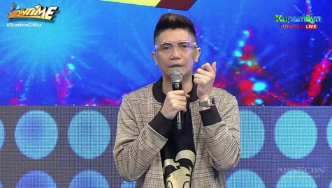 Vhong, pwede na nga ba maging flight attendant? | It's Showtime