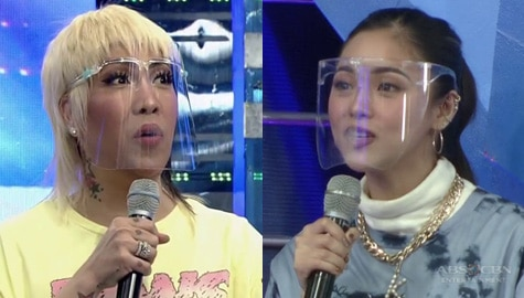 Vice Ganda, pinapili si Kim kung 'Trophy girlfriend o ikinukumbli' | It's Showtime