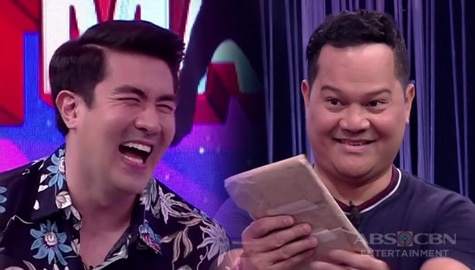 Minute To Win It: Luis, tawang tawa sa regalo sa kanya ni Bayani Image Thumbnail