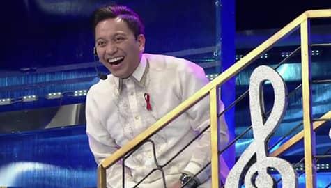 It's Showtime: Jhong, hinabol ni Vice Ganda!; Nabutasan ng pantalon! Image Thumbnail